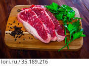 Raw beef tenderloin with spices on cutting board. Стоковое фото, фотограф Яков Филимонов / Фотобанк Лори