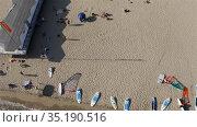 a lot of surfers gathered near the coastal area. Редакционное видео, видеограф Aleksandr Sulimov / Фотобанк Лори