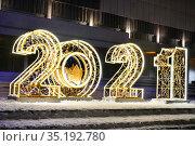 Москва новогодняя. Светящиеся цифры 2021 на Крымской набережной. Редакционное фото, фотограф Dmitry29 / Фотобанк Лори