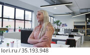 Caucasian businesswoman looking at the camera and smiling in modern office. Стоковое видео, агентство Wavebreak Media / Фотобанк Лори
