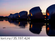 England, London, Greenwich, The Thames Barrier and River Thames at... Стоковое фото, фотограф Steve Vidler / age Fotostock / Фотобанк Лори
