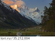 Sunrise in mountains. Стоковое фото, фотограф александр жарников / Фотобанк Лори