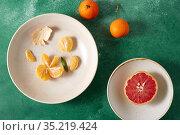 mandarins, grapefruit and glass of juice. Стоковое фото, фотограф Syda Productions / Фотобанк Лори
