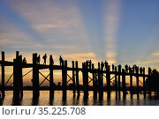 Myanmar, Amarapura, U Bein bridge and Taungthaman lake at sunset. Стоковое фото, фотограф Christophe Boisvieux / age Fotostock / Фотобанк Лори