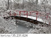Detroit, Michigan - A pedestrian bridge over the Nashua Canal on ... Стоковое фото, фотограф Jim West / age Fotostock / Фотобанк Лори