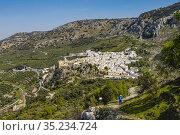 Trekking at Zhueros, natural landscape at Subbetica mountain, Cordoba... Стоковое фото, фотограф Jerónimo Alba / age Fotostock / Фотобанк Лори