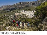 Trekking at Zhueros, natural landscape at Subbetica mountain, Cordoba... (2020 год). Редакционное фото, фотограф Jerónimo Alba / age Fotostock / Фотобанк Лори