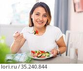 Mexican housewoman eating vegetable salad from plate. Стоковое фото, фотограф Яков Филимонов / Фотобанк Лори