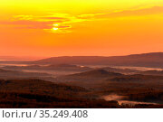 dawn meeting in the Ural mountains from the Nurali ridge in an autumn morning. Стоковое фото, фотограф Акиньшин Владимир / Фотобанк Лори