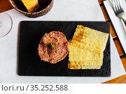 Raw veal tartare. Стоковое фото, фотограф Яков Филимонов / Фотобанк Лори
