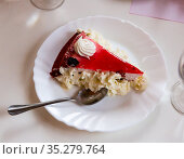 Cake with strawberry glaze and whipped cream. Стоковое фото, фотограф Яков Филимонов / Фотобанк Лори