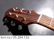 close up of acoustic guitar head with pegs. Стоковое фото, фотограф Syda Productions / Фотобанк Лори