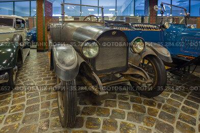 Автомобиль REO Model М Touring в музее техники Вадима Задорожного. Вид спереди
