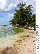 Pier blue bay foam footstep indian ocean some stone in the island... Стоковое фото, фотограф Zoonar.com/lkpro / easy Fotostock / Фотобанк Лори