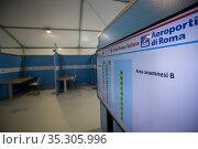 View of the mega Covid vaccination center, consisting of six tensile... Редакционное фото, фотограф Francesco Fotia / AGF/Francesco Fotia / AGF / age Fotostock / Фотобанк Лори