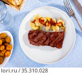 Delicious veal steak with fried artichokes on blue plate. Стоковое фото, фотограф Яков Филимонов / Фотобанк Лори