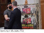 The street artist Endless, director of Uffizi Gallery Eike Schmidt... Редакционное фото, фотограф Aleandro Biagianti / AGF/Aleandro Biagianti / AGF / age Fotostock / Фотобанк Лори