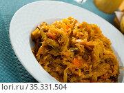 Appetizing braised cabbage with carrot. Стоковое фото, фотограф Яков Филимонов / Фотобанк Лори