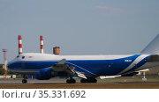 Cargolux Boeing 747 on the runway after landing. Редакционное видео, видеограф Игорь Жоров / Фотобанк Лори