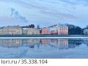 Cold Winter. University embankment Neva river. St. Petersburg Russia... Стоковое фото, фотограф Alexander Moskovskiy / age Fotostock / Фотобанк Лори