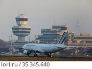 Berlin, Germany, Last take off from Berlin-Tegel airport: Air France AF1235 takes off towards Paris. Редакционное фото, агентство Caro Photoagency / Фотобанк Лори
