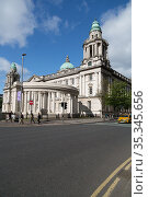 Great Britain, Northern Ireland, Belfast - City Hall at Donegall Square, opened in 1906, is a sight but also the administrative center of the city (2019 год). Редакционное фото, агентство Caro Photoagency / Фотобанк Лори