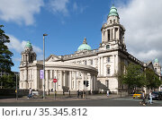 Great Britain, Northern Ireland, Belfast - City Hall on Donegall Square, opened in 1906, is a sight to see but also the seat of administration (2019 год). Редакционное фото, агентство Caro Photoagency / Фотобанк Лори