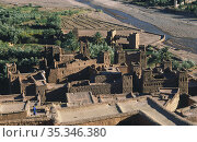 Ouarzazate, Morocco, Ancient adobe buildings of the fortress of Ksar A•t-Ben-Haddou (2010 год). Редакционное фото, агентство Caro Photoagency / Фотобанк Лори