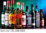 POZNAN, POLAND - NOV 16, 2018: Bottles of several global whiskey ... Стоковое фото, фотограф Zoonar.com/monticello / age Fotostock / Фотобанк Лори