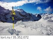 Fall warning sign on top of ski mountain peak. Стоковое фото, фотограф Сергей Новиков / Фотобанк Лори