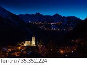 Night view of Champagny-en-Vanoise over Courchevel (2020 год). Стоковое фото, фотограф Сергей Новиков / Фотобанк Лори
