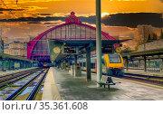 A train traveling down train tracks near Antwerp Centrail Railway... Стоковое фото, фотограф Zoonar.com/Bjorn Beheydt / age Fotostock / Фотобанк Лори