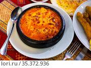 Karides guvec, casserole with shrimps, turkish cuisine. Стоковое фото, фотограф Яков Филимонов / Фотобанк Лори