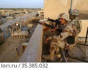 IRAQ Tarmiya -- 25 Mar 2006 -- Iraqi army soldier Zatar Jeba (left... Редакционное фото, фотограф Jonathan William Mitchell / age Fotostock / Фотобанк Лори