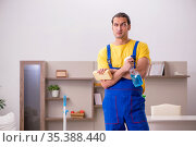 Young male contractor cleaning the house. Стоковое фото, фотограф Elnur / Фотобанк Лори
