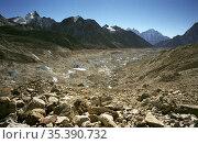 NEPAL Khumbu Glacier -- Dec 2005 -- Midway up the Khumbu Glacier ... Редакционное фото, фотограф Jonathan William Mitchell / age Fotostock / Фотобанк Лори