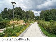 "Москва, ландшафт парка ""Сад будущего"" (2018 год). Редакционное фото, фотограф Dmitry29 / Фотобанк Лори"