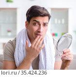Man preparing to shave at home. Стоковое фото, фотограф Elnur / Фотобанк Лори