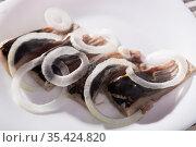 Salted herring with onions is tasty dish. Стоковое фото, фотограф Яков Филимонов / Фотобанк Лори