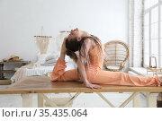 Young woman sitting down in a split position. Стоковое фото, фотограф Алексей Кузнецов / Фотобанк Лори