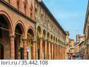 Street in historic center of Bologna, Italy. Стоковое фото, фотограф Zoonar.com/Boris Breytman / easy Fotostock / Фотобанк Лори