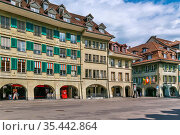Street with historic houses in Bern city center, Switzerland. Стоковое фото, фотограф Zoonar.com/Boris Breytman / easy Fotostock / Фотобанк Лори