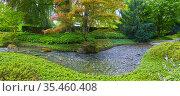 Schöner japanischer Garten mit kleinem Bach, im Panoramaformat. Стоковое фото, фотограф Zoonar.com/manfred2000 / easy Fotostock / Фотобанк Лори