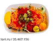 Seasonal vegetable salad with carrot and cucumber. Стоковое фото, фотограф Яков Филимонов / Фотобанк Лори