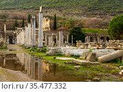 Street scene at the archeological excavations at Ephesus - Arkadiane street, Ticaret Agorasi. Marble street. Turkey. Стоковое фото, фотограф Яков Филимонов / Фотобанк Лори