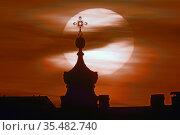 "Ночной вид на купол церкви. Санкт-Петербург. 24 ноября 2019 г. Стоковое фото, агентство ""SPb vedomosti"" / Фотобанк Лори"