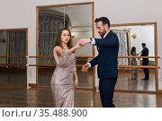Adult couple learning to dance classical partner dance. Стоковое фото, фотограф Евгений Харитонов / Фотобанк Лори