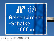 Blau weisses Autobahnschild Abfahrt Nr. 17 an der A 42 Gelsenkirchen... Стоковое фото, фотограф Zoonar.com/Stefan Ziese / age Fotostock / Фотобанк Лори
