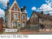 Street with historical houses in Beuvron-en-Auge, France. Стоковое фото, фотограф Zoonar.com/Boris Breytman / easy Fotostock / Фотобанк Лори