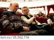Elderly man fell asleep at a boring performance at opera and ballet theater. Стоковое фото, фотограф Татьяна Яцевич / Фотобанк Лори